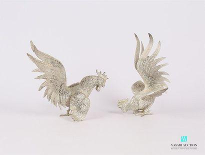 Deux sujets en métal argenté figurant deux...