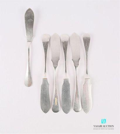 Suite de six couteaux à poisson en métal...