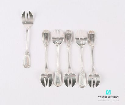 Suite de six fourchettes à huître en métal...