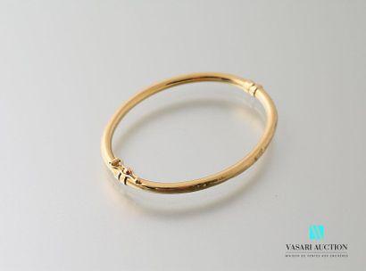 Bracelet jonc ouvrant d'enfant en or jaune...
