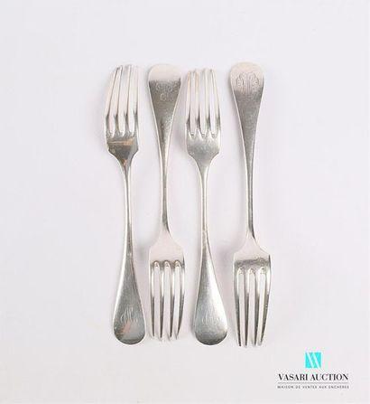 Quatre fourchettes en argent uniplat ornées...