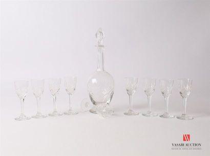 Partie de service à liqueur en verre à décor...