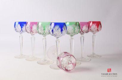 SAINT-LOUIS Suite de huit verres à vin du...