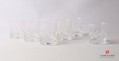 Suite de cinq verres à whisky en cristal...