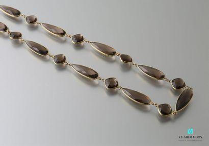 Sautoir en vermeil formée de perles carrées...