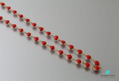 Sautoir en vermeil et perles de corail Long....