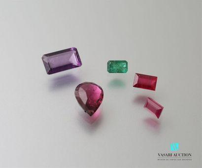 Lot comprenant un rubis de 2,25 carats environ,...