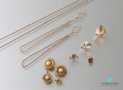 Lot en or comprenant deux bracelet, une bague...