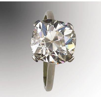 Bague platine et or gris sertie d'un diamant...