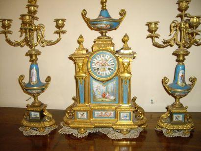 Garniture de cheminée en Sèvres et décor...