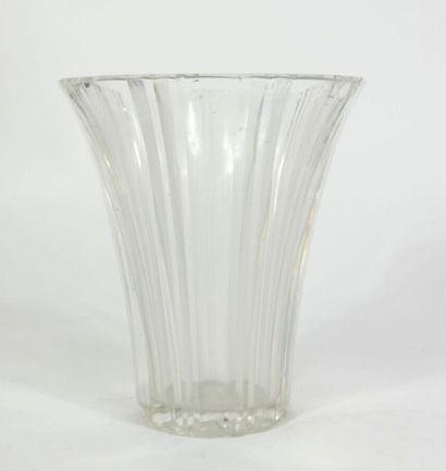 Vase en cristal taillé de forme cornet  H....