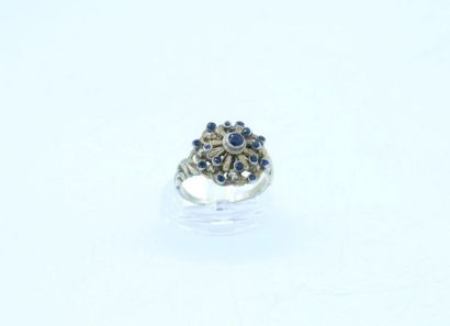 Bague marguerite en argent 925 millièmes sertie de plusieurs pierres de couleur...