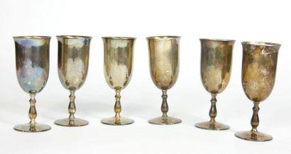Suite de six flutes à champagne en argent 800 millièmes  Travail étranger, XXe siècle....