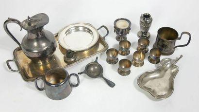 Ensemble en métal argenté comprenant un plateau,...