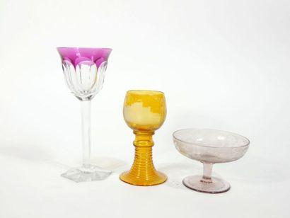 Lot de verres dépareillés en cristal, comprenant...
