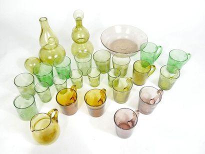 Partie de service de verres polychromes et...