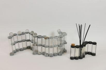 TSE-TSE  Vase d'avril composé de 21 tubes...