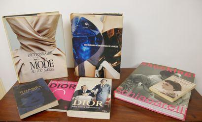 Lot de livres autour de la mode comprenant:...