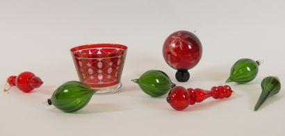 DIOR  Coupe en cristal teinté rouge à décor...