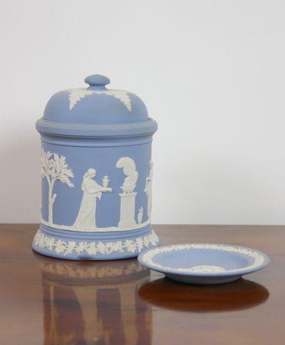WEDGWOOD:  Ensemble en céramique à décor...