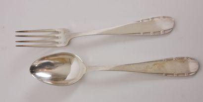 ARGENTA  Partie de ménagère en métal argenté comprenant 12 couverts, monogrammés...