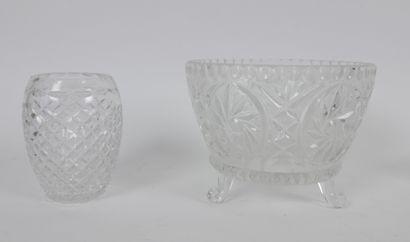 Lot de verrerie comprenant:  5 vases dont 2 provenant de la cristallerie d'Arques...