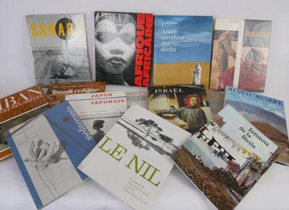 Lot comprenant 27 livres autour du voyage:...