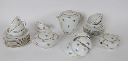 CHARTRES-SUR-CHER France  Service à café en porcelaine à décor de bleuets et liseret...