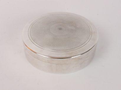 PUIFORCAT Paris:  Boîte ronde en métal argenté,...