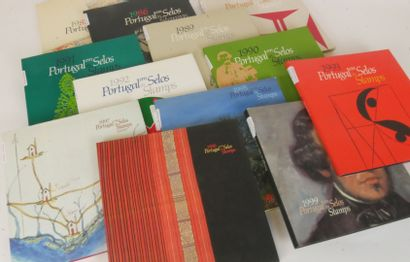 ** 12 Livres de la Poste du Portugal du 1986...