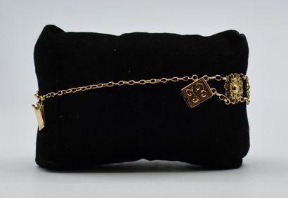 Bracelet en or 750 millièmes filigrané à décor de fleurs, fermoir monogrammé EL....