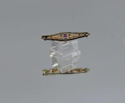 Broche de forme navette en or gris 750 millièmes et platine 850 millièmes ajouré,...
