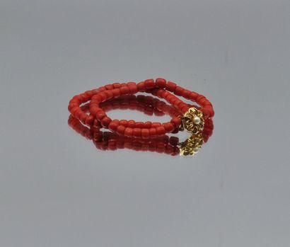 Bracelet deux rangs de motifs cylindriques...