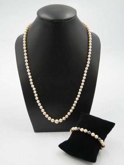 Collier de 89 perles de culture en chute,...