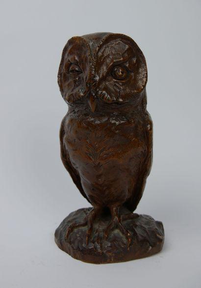 André VABOIS.  Chouette en bois sculpté,...