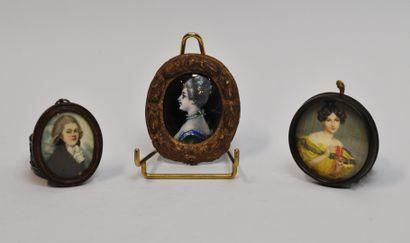Lot de 3 miniatures :  - Jeune femme à la...