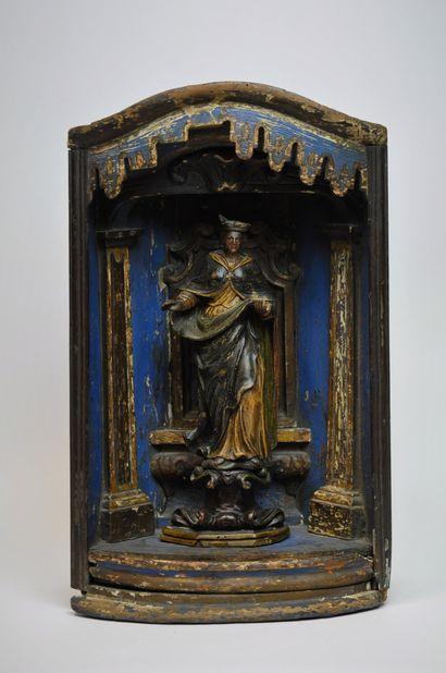 Vierge ou sainte couronnée dans une niche...