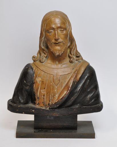 Buste de Christ en terre cuite partiellement...