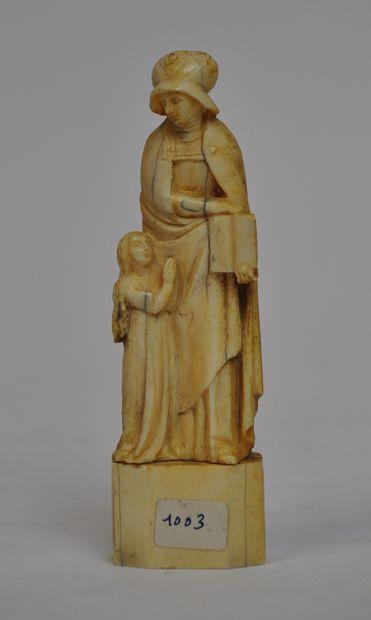 Sculpture en os représentant saint Anne éducatrice....