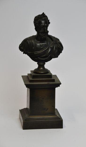Sculpture en bronze à patine brune représentant...