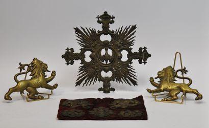 Lot d'objets religieux comprenant :  - 5...