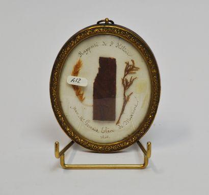 Médaillon ovale contenant un fragment de...