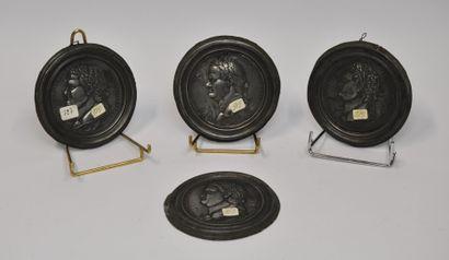 Suite de 4 médaillons bas-relief et leur...