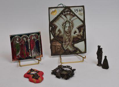 Lot d'objets religieux comprenant :  - Un...