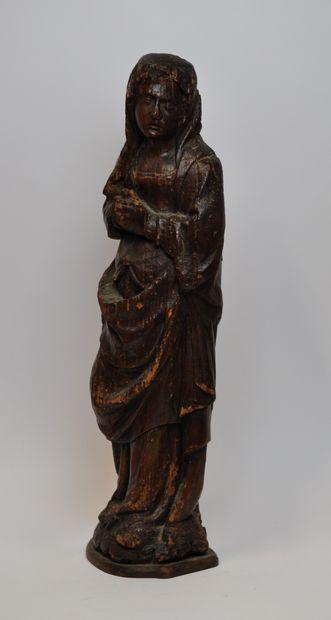Vierge de Calvaire en chêne sculpté. Debout,...