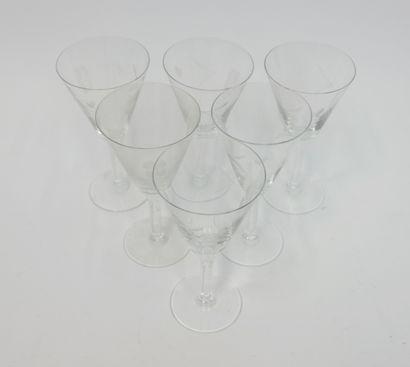 Six verres à vin en cristal gravé  Hauteur:...