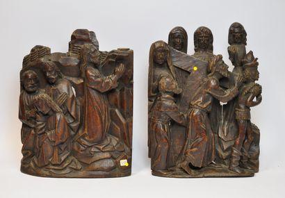 Deux groupes en chêne sculpté en fort relief...