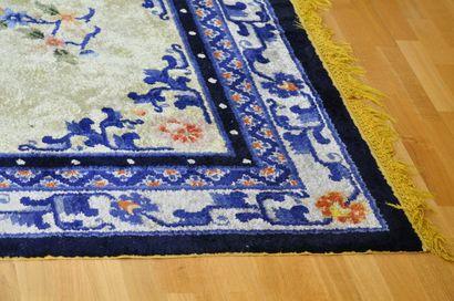 Tapis rectangulaire en laine à 3 bordures...