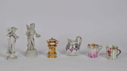 Lot de porcelaine comprenant:  Deux anges...