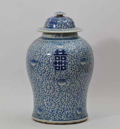 Potiche couverte en porcelaine bleu-blanc...
